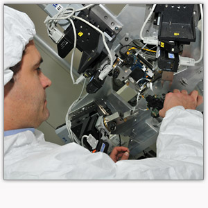Assembly in ISO 5 clean room Optec
